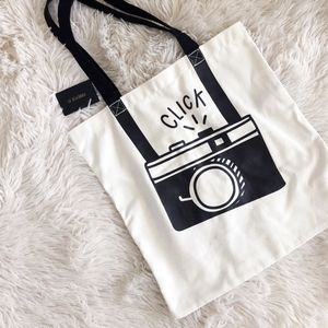 FOREVER 21 black camera graphic tote NWT